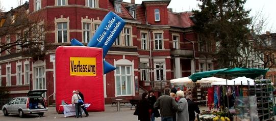 Aktion von Mehr Demokratie in Königswusterhausen